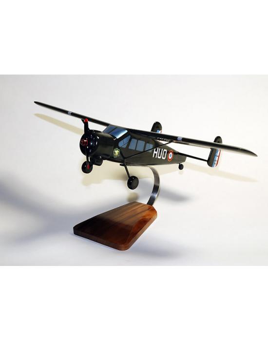 Maquette avion du Max-Holste MH-1521 Broussard en bois