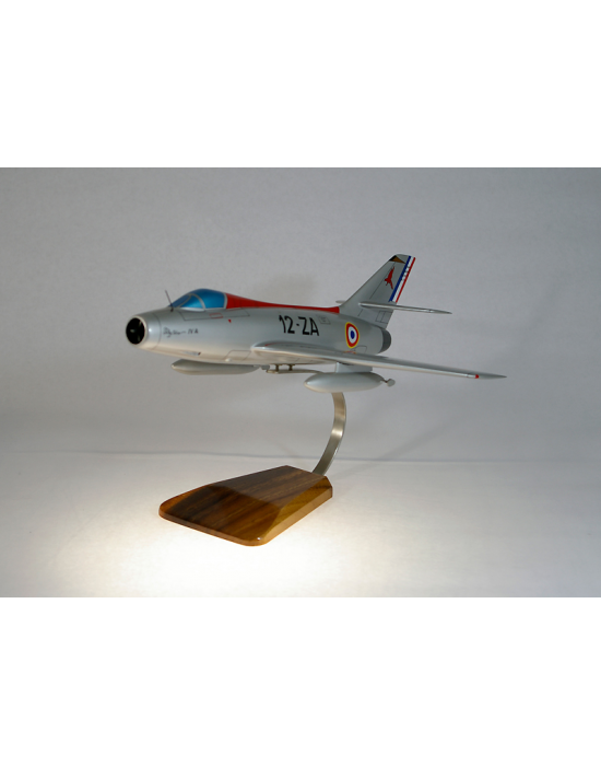 Maquette avion Dassault Mystere IV en bois