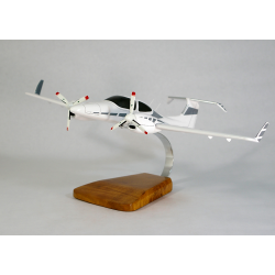 Maquette avion Diamond 42 Twin Star en bois