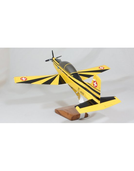 Maquette avion Pilatus PC-9 en bois