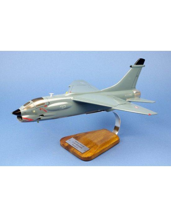 Maquette avion F-8P Crusader Flottille 12.F en bois